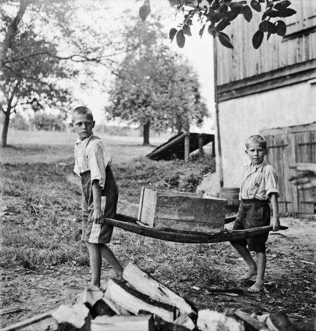 Paul Senn. Garçons au travail, établissement de Sonnenberg, Kriens, 1944