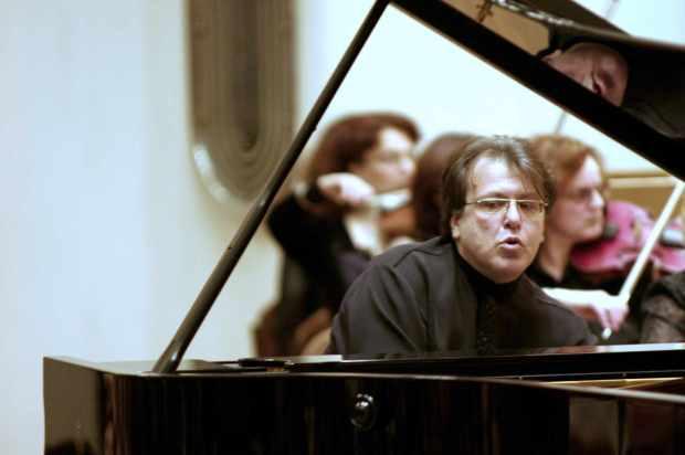 Gavrilov-playing-cropped-1