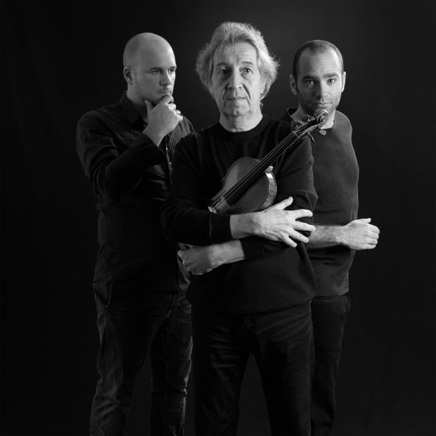 Cédric Cassimo, Pierre Amoyal et Karim Slama, les trois protagonistes de la pièce. Photo: Yves Ryncki.