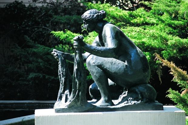 Renoir - Grande Laveuse accroupie Bronze 127 x 124.5 x 57.7 cm Coll Fondation Pierre Gianadda