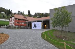 Le restaurant (derrière) et l'entrée du Studio
